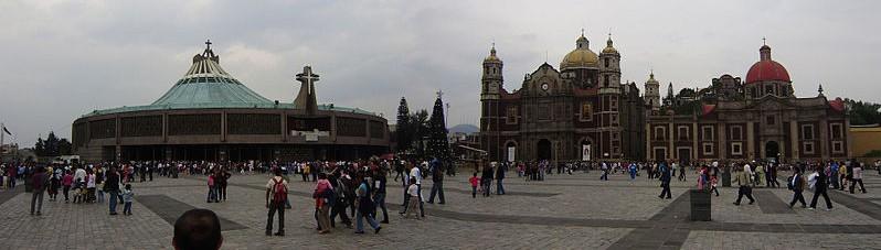 799px-Basilica-PlazaMariana_ZUMJDBC